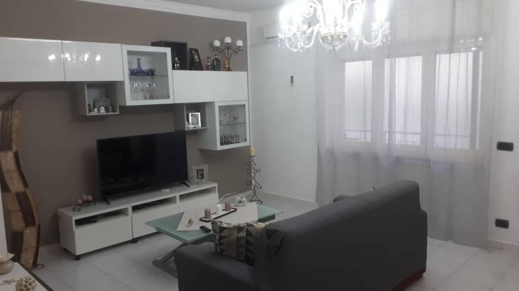 Appartamento in buone condizioni in vendita Rif. 8595010