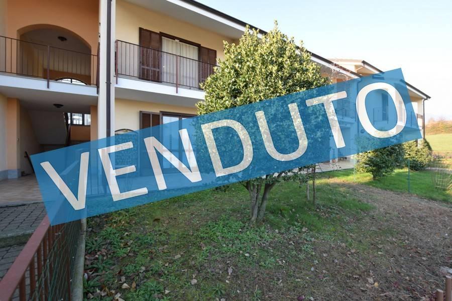 Appartamento in buone condizioni in vendita Rif. 9086756