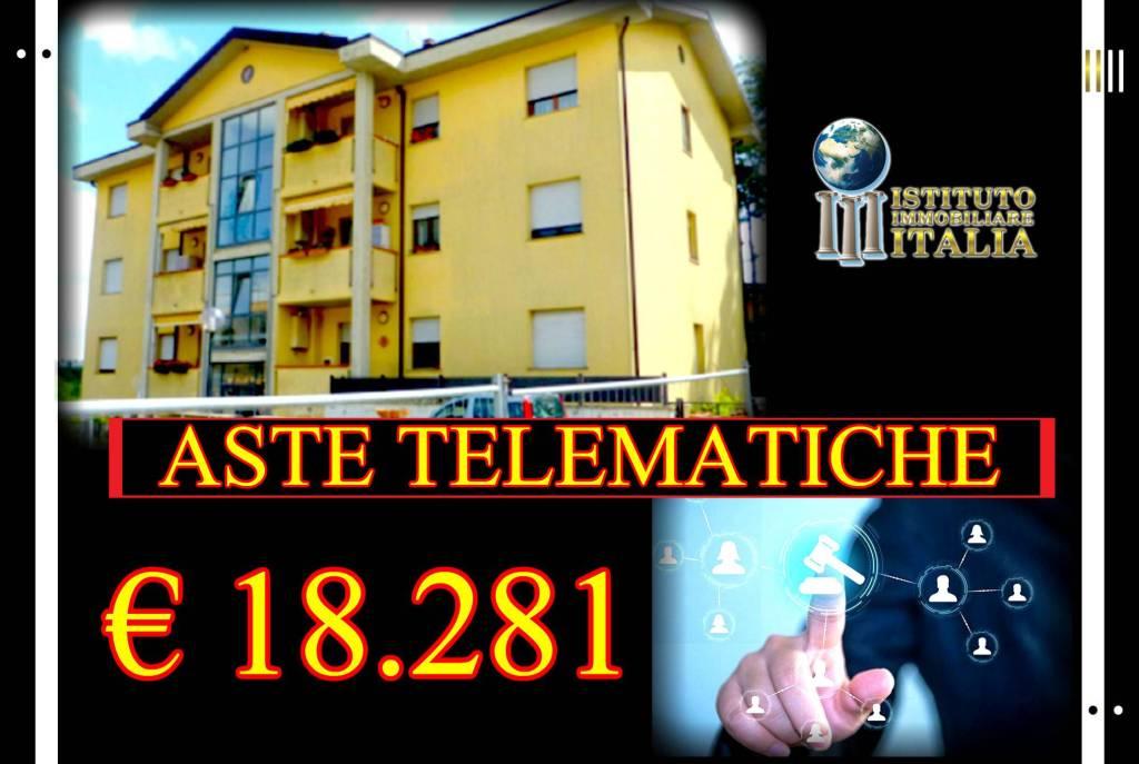 Appartamento in buone condizioni in vendita Rif. 8154385