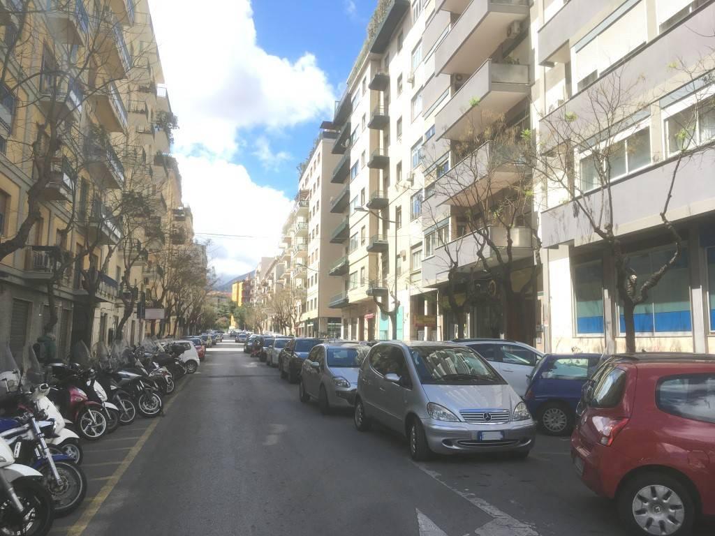 Negozio-locale in Affitto a Palermo Centro: 2 locali, 115 mq