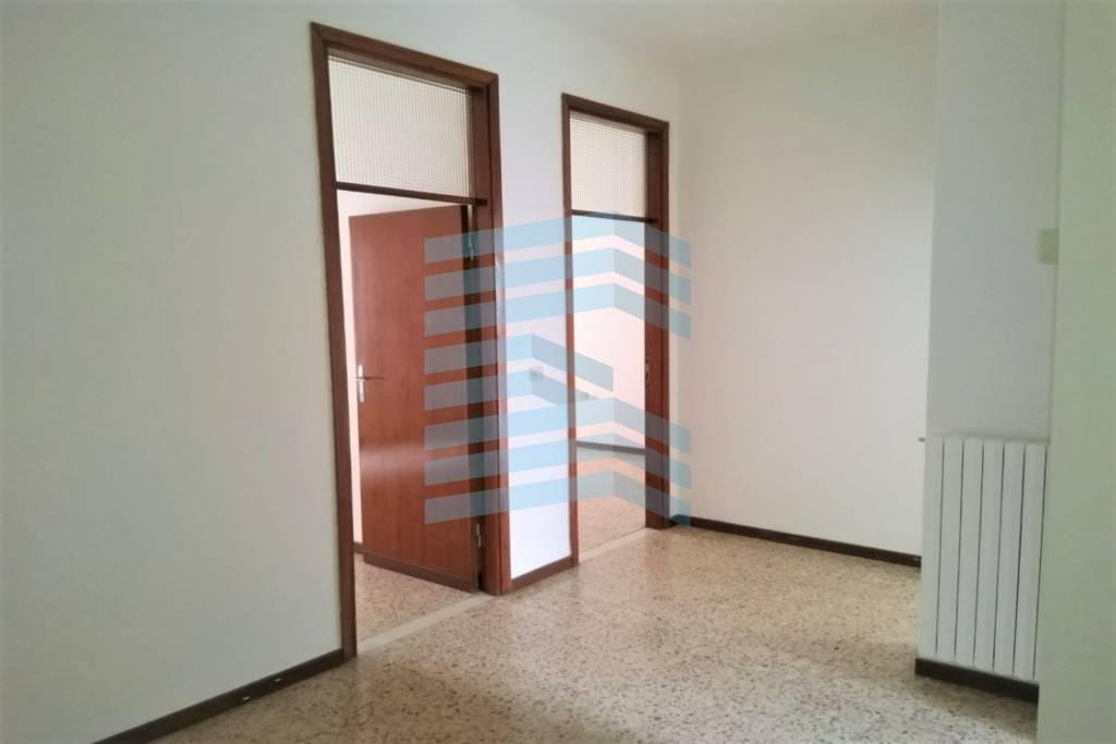 Appartamento in affitto a Albino, 3 locali, prezzo € 550 | CambioCasa.it