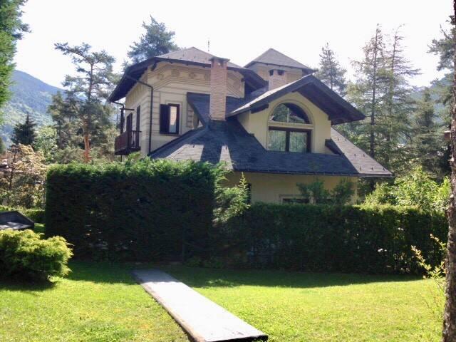 Villa in vendita a Bardonecchia, 8 locali, Trattative riservate   CambioCasa.it
