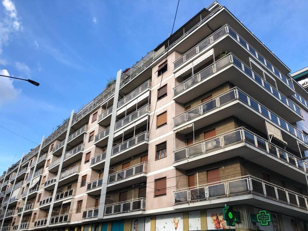 Foto 1 di Trilocale via Genova 85, Torino (zona Valentino, Italia 61, Nizza Millefonti)