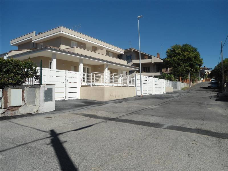 Villa a Schiera in vendita a Roma, 5 locali, zona Zona: 33 . Quarto Casale, Labaro, Valle Muricana, Prima Porta, prezzo € 239.000 | CambioCasa.it
