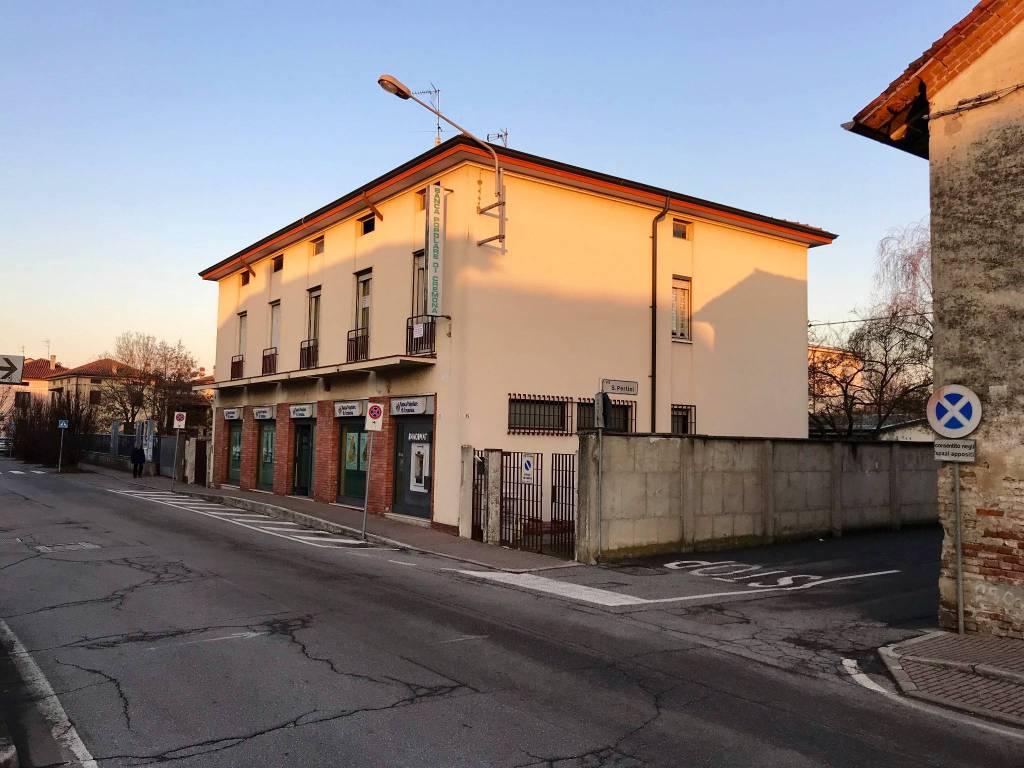Appartamento in buone condizioni parzialmente arredato in vendita Rif. 4386153
