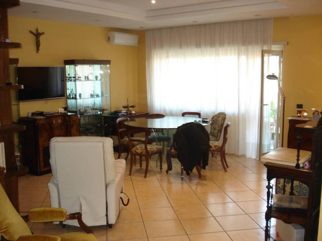 Appartamento in vendita a Roma, 5 locali, zona Zona: 39 . Lido di Ostia, Ostia, Castel Fusano, Torre Paterno, prezzo € 460.000 | CambioCasa.it