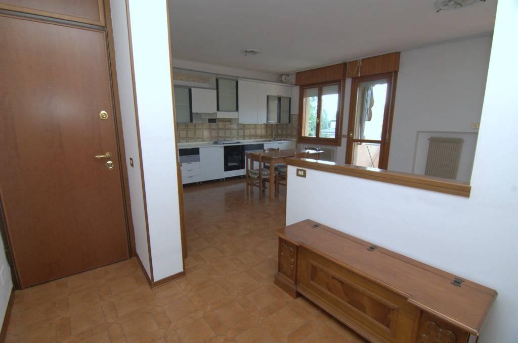 Appartamento in buone condizioni in vendita Rif. 9153407