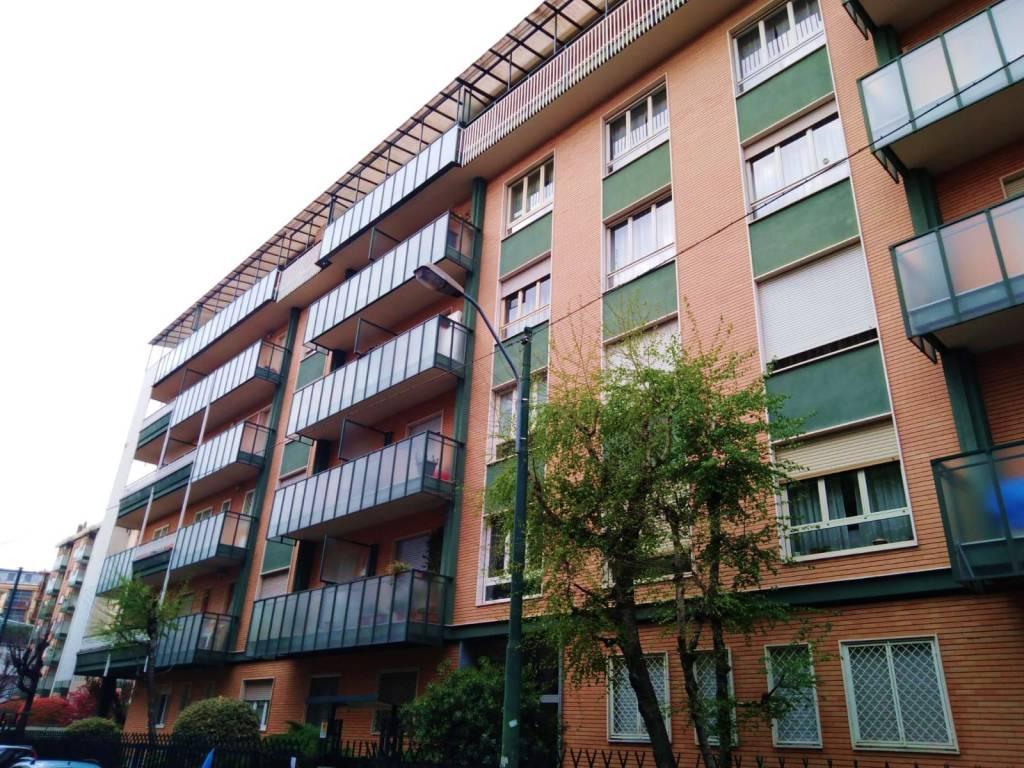 Foto 1 di Trilocale via Borgone 42, Torino (zona Parella, Pozzo Strada)