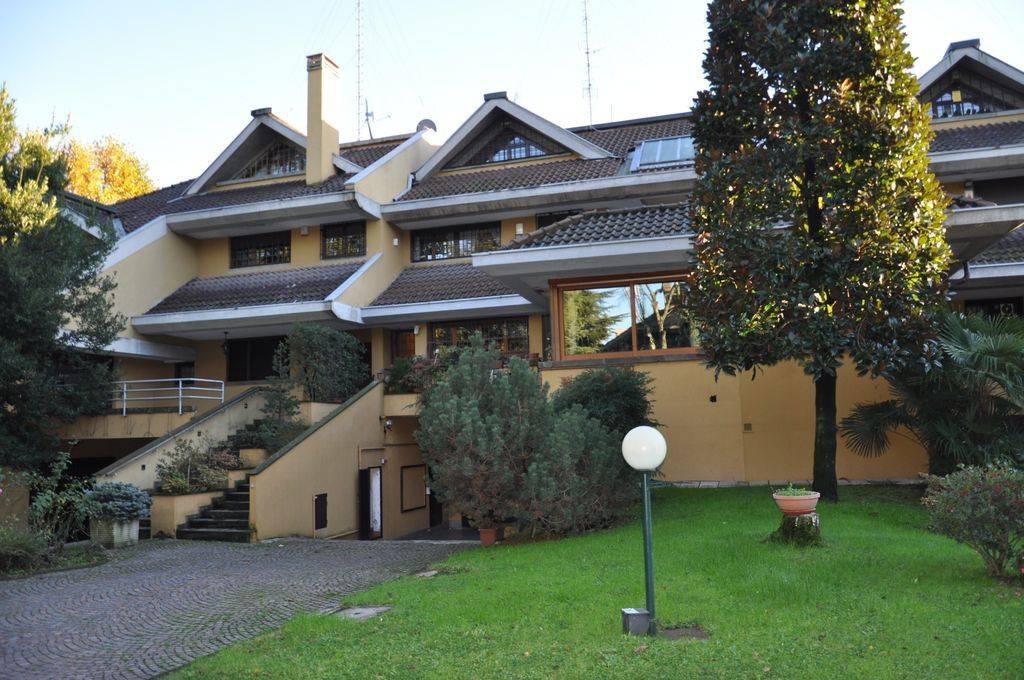 Villa a Schiera in vendita a Milano, 8 locali, zona Zona: 16 . Bonola, Molino Dorino, Lampugnano, Trenno, Gallaratese, prezzo € 1.490.000 | CambioCasa.it