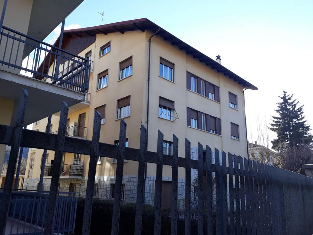 Foto 1 di Trilocale viale Sarrea, Dronero
