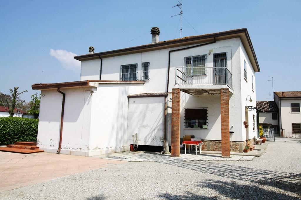 Foto 1 di Villa via Quartiere Runco, Portomaggiore