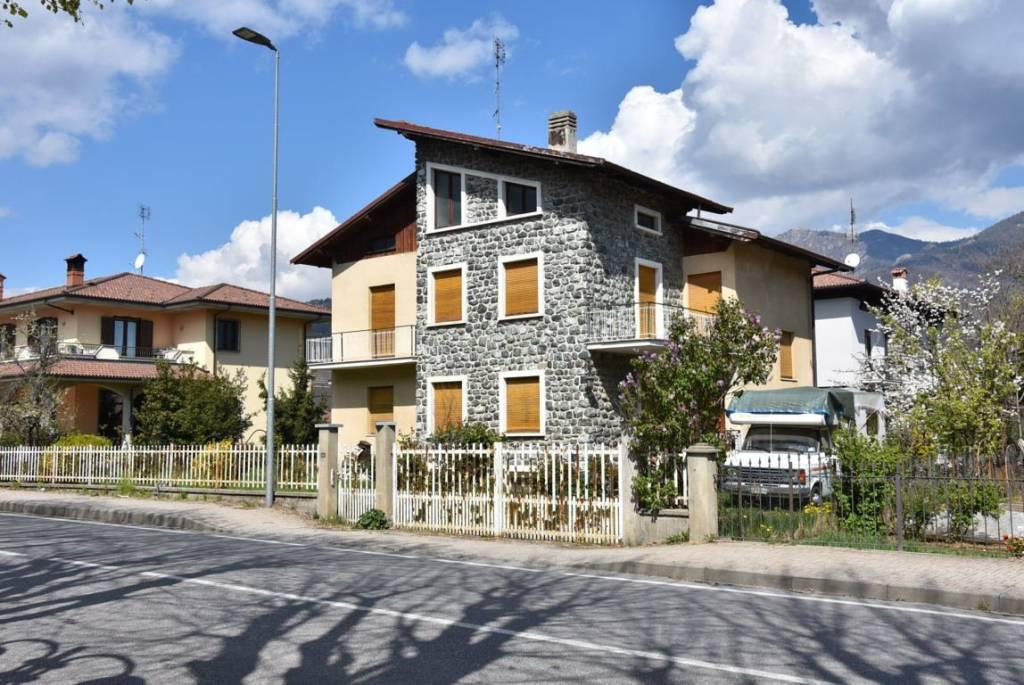 Foto 1 di Palazzo / Stabile strada Provinciale di Valle Maira, Dronero