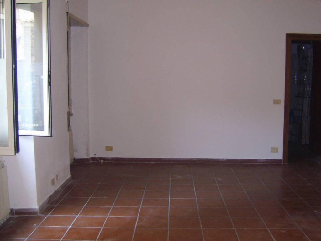 Appartamento in buone condizioni in affitto Rif. 8048157