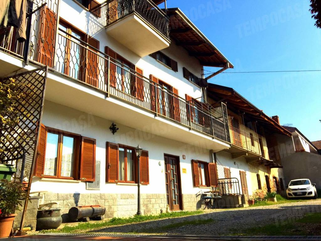 Foto 1 di Casa indipendente via San Francesco al Campo, Rivarossa