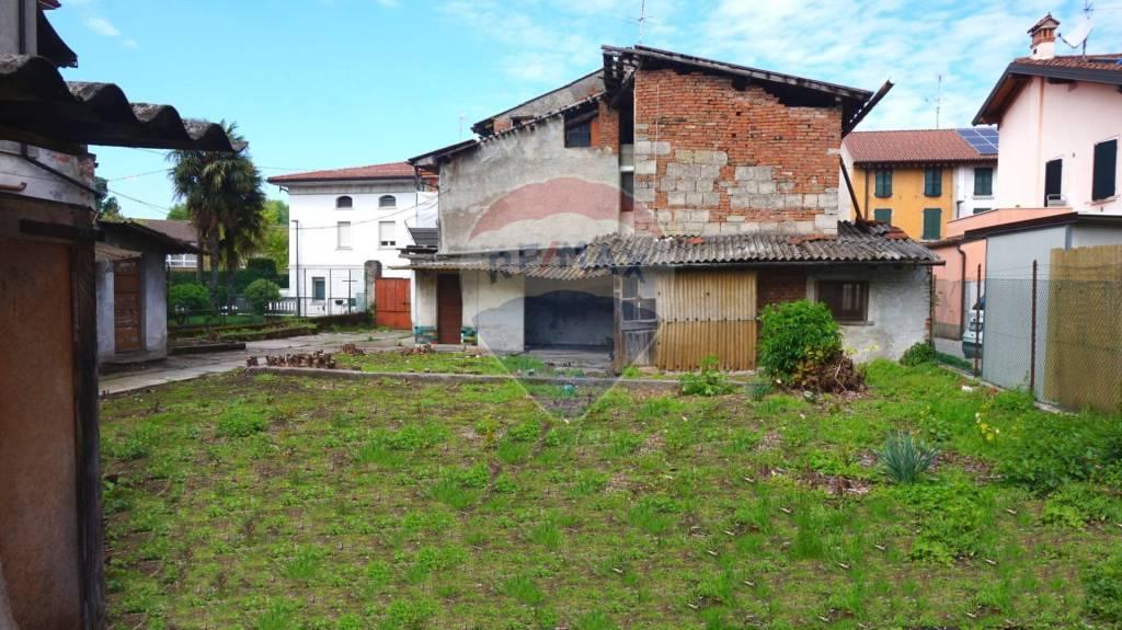 Rustico / Casale in vendita a Bagnolo Mella, 8 locali, prezzo € 130.000   CambioCasa.it