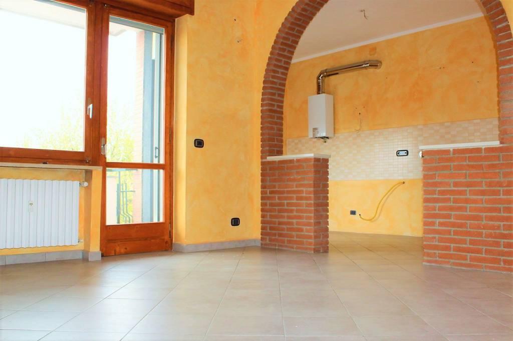 Appartamento in ottime condizioni in affitto Rif. 8677039