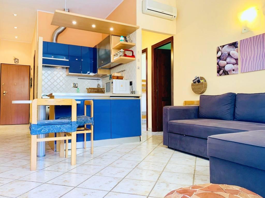 Appartamento in vendita a Camaiore, 3 locali, prezzo € 295.000 | CambioCasa.it