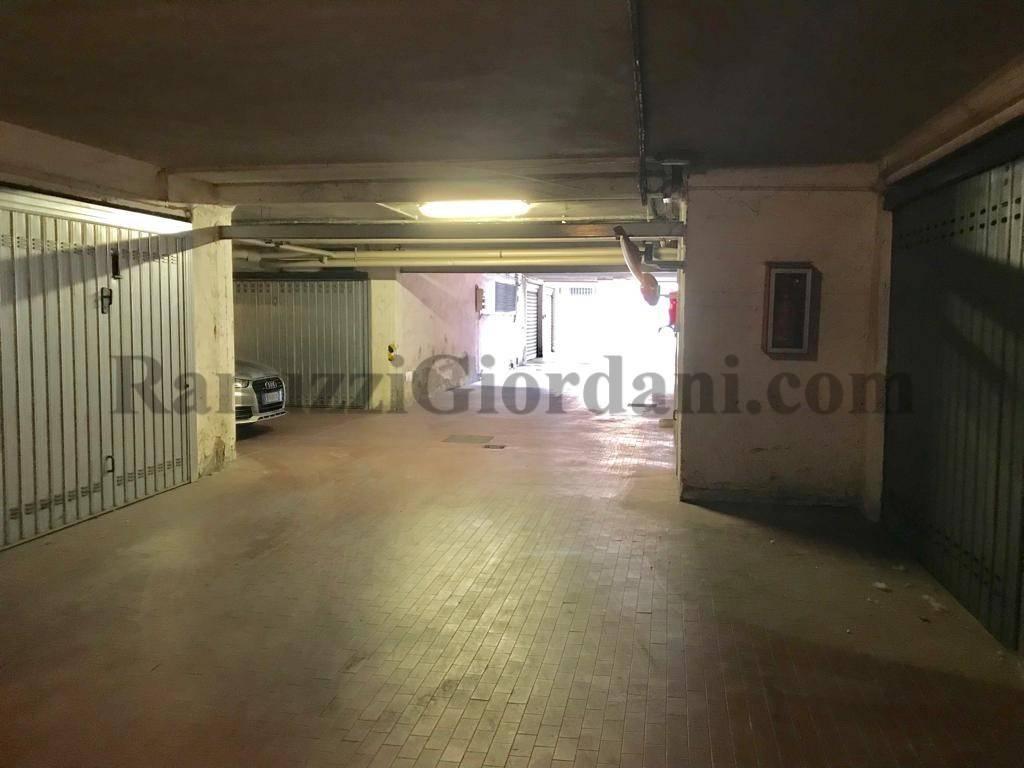 Foto 1 di Box / Garage via Camillo Ranzani 19, Bologna (zona San Donato, Fiera)
