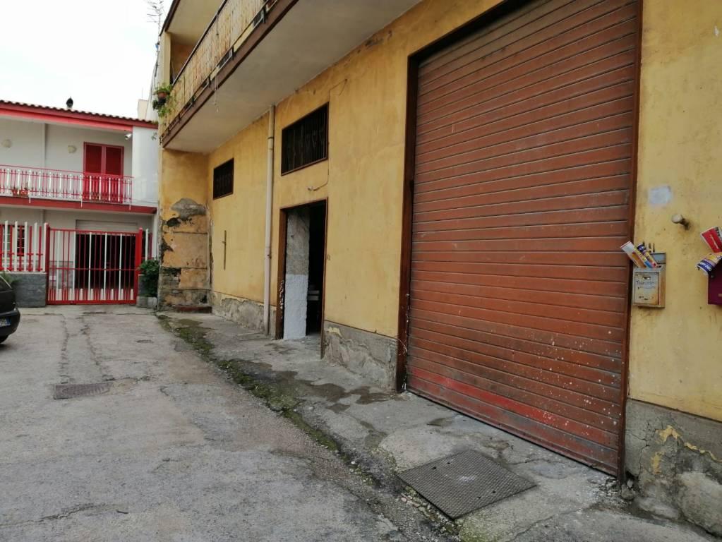 Magazzino in affitto a Pollena Trocchia, 2 locali, prezzo € 500 | CambioCasa.it