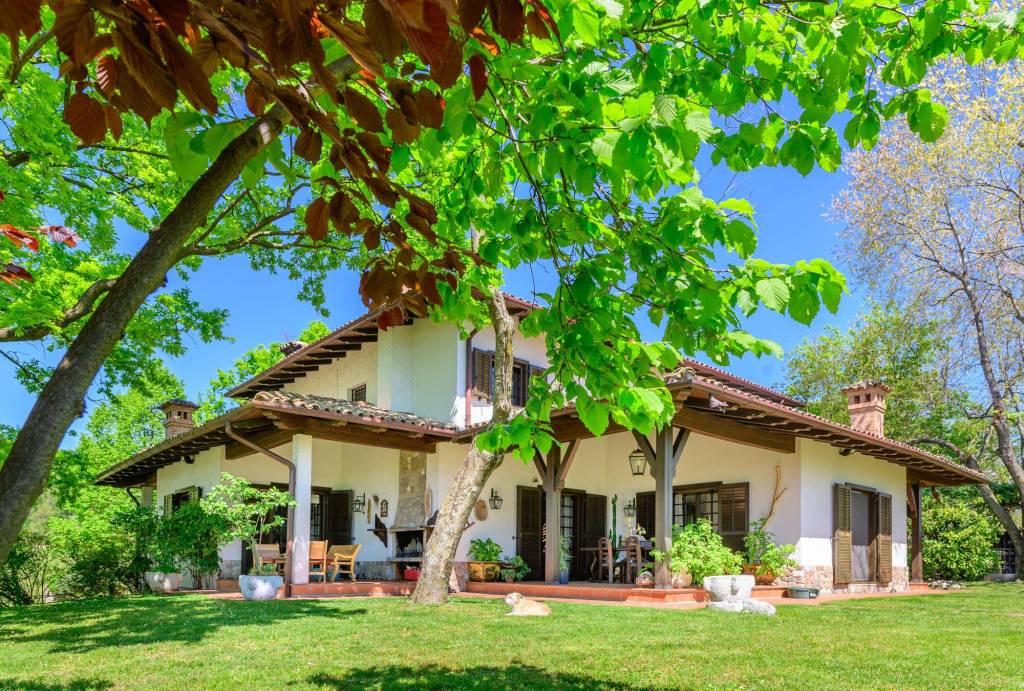 Villa in vendita a Moruzzo, 7 locali, prezzo € 630.000 | CambioCasa.it