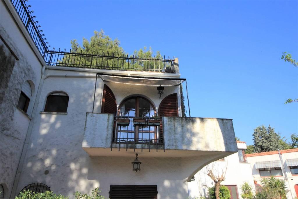 Appartamento in ottime condizioni arredato in vendita Rif. 8440512