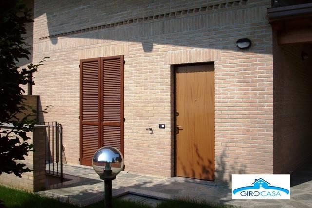 Appartamento in ottime condizioni arredato in affitto Rif. 7040363