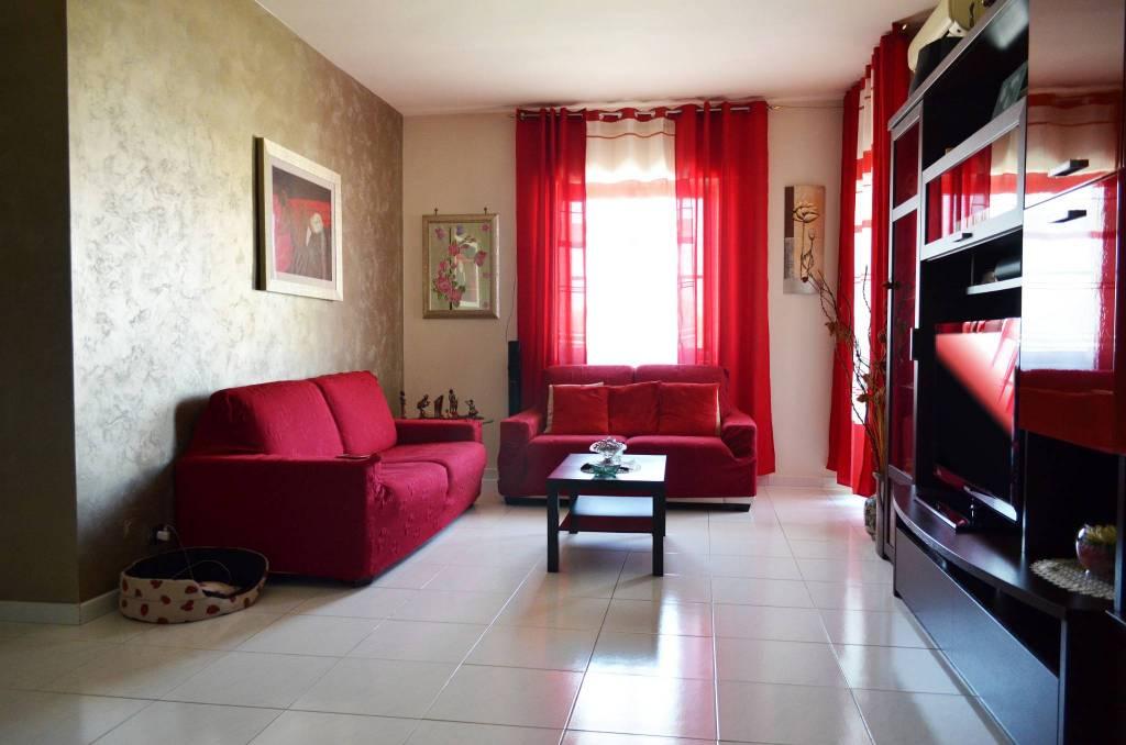 Appartamento in buone condizioni in vendita Rif. 9158571