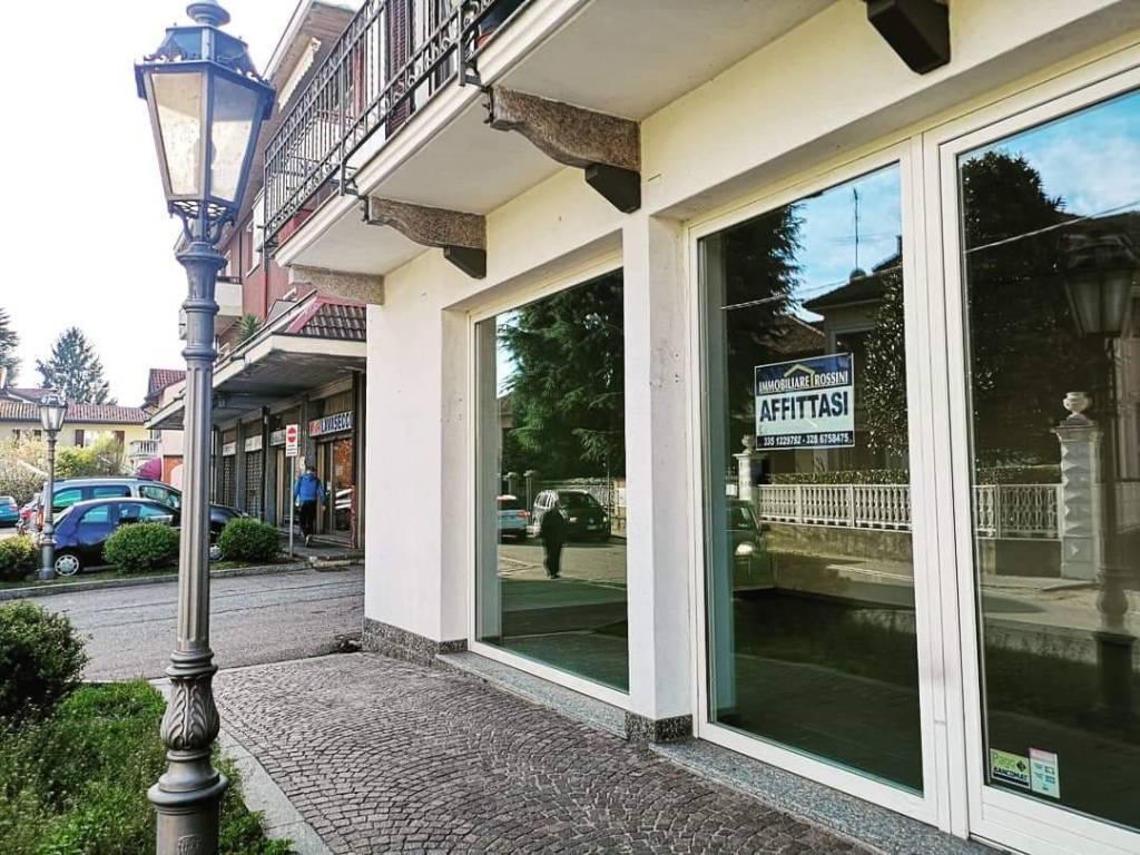 Negozio / Locale in affitto a Castronno, 2 locali, prezzo € 835 | CambioCasa.it
