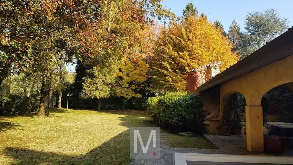 Villa in affitto a Appiano Gentile, 11 locali, prezzo € 5.500 | CambioCasa.it