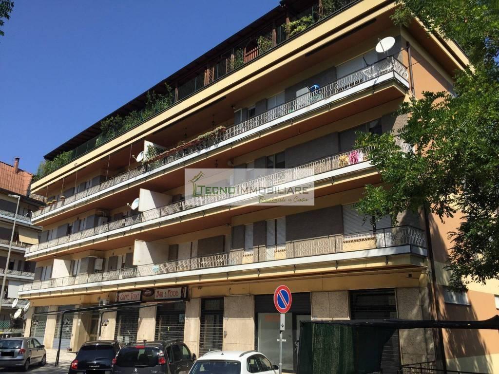 Appartamento in buone condizioni in vendita Rif. 9157434