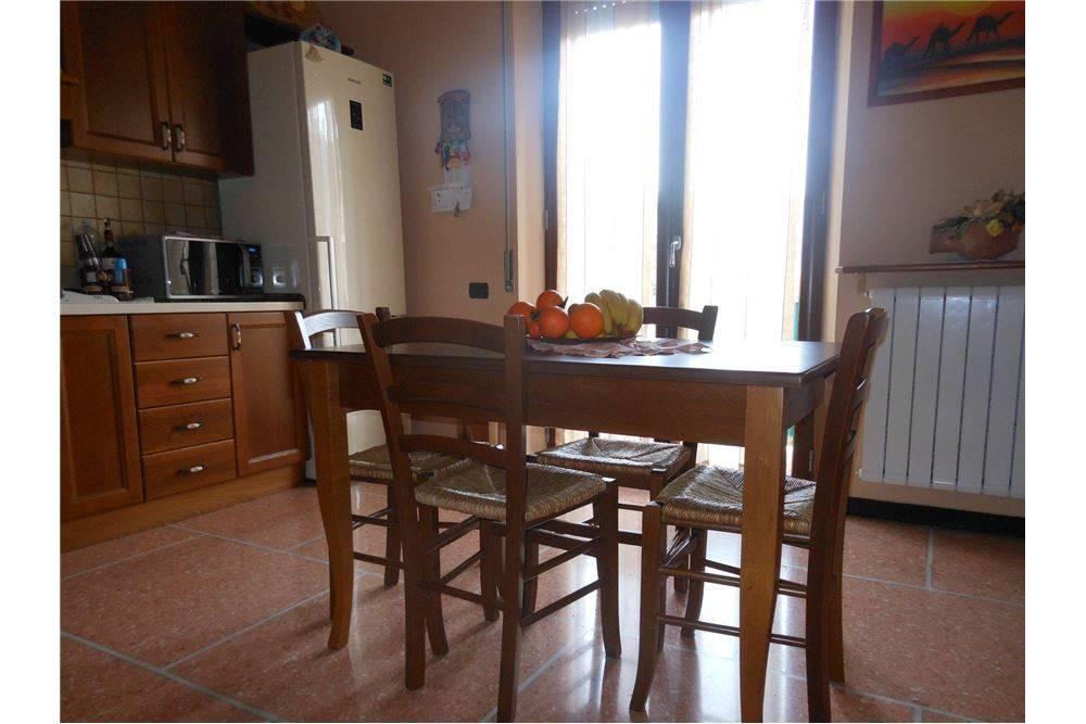 Foto 1 di Appartamento via Antonio Elina Devoto, 136, Chiavari