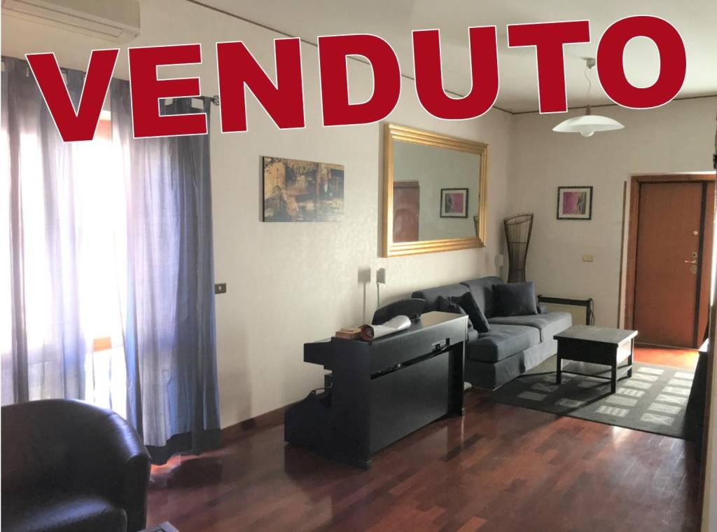 Appartamento in buone condizioni in vendita Rif. 8533131