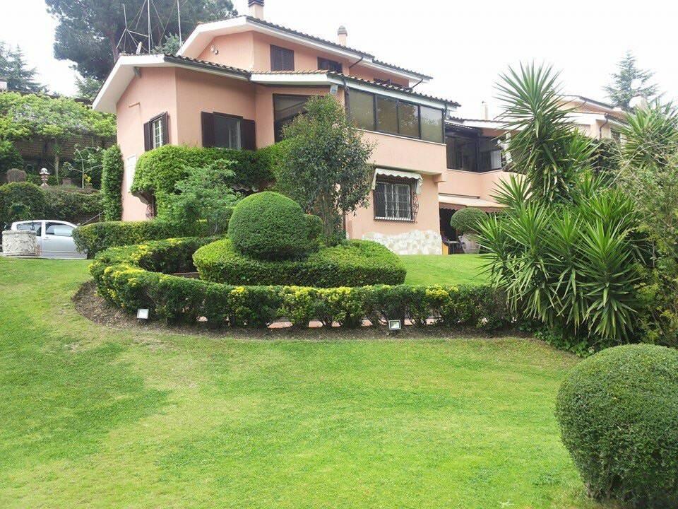 Villa in vendita a Formello, 12 locali, prezzo € 949.000 | CambioCasa.it