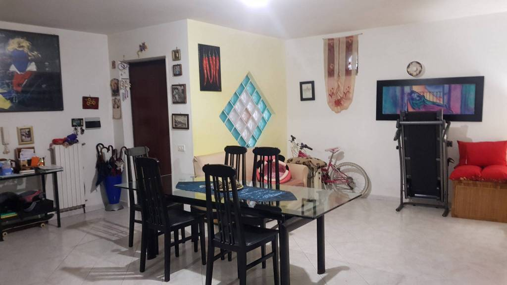 Appartamento in buone condizioni in vendita Rif. 9149867