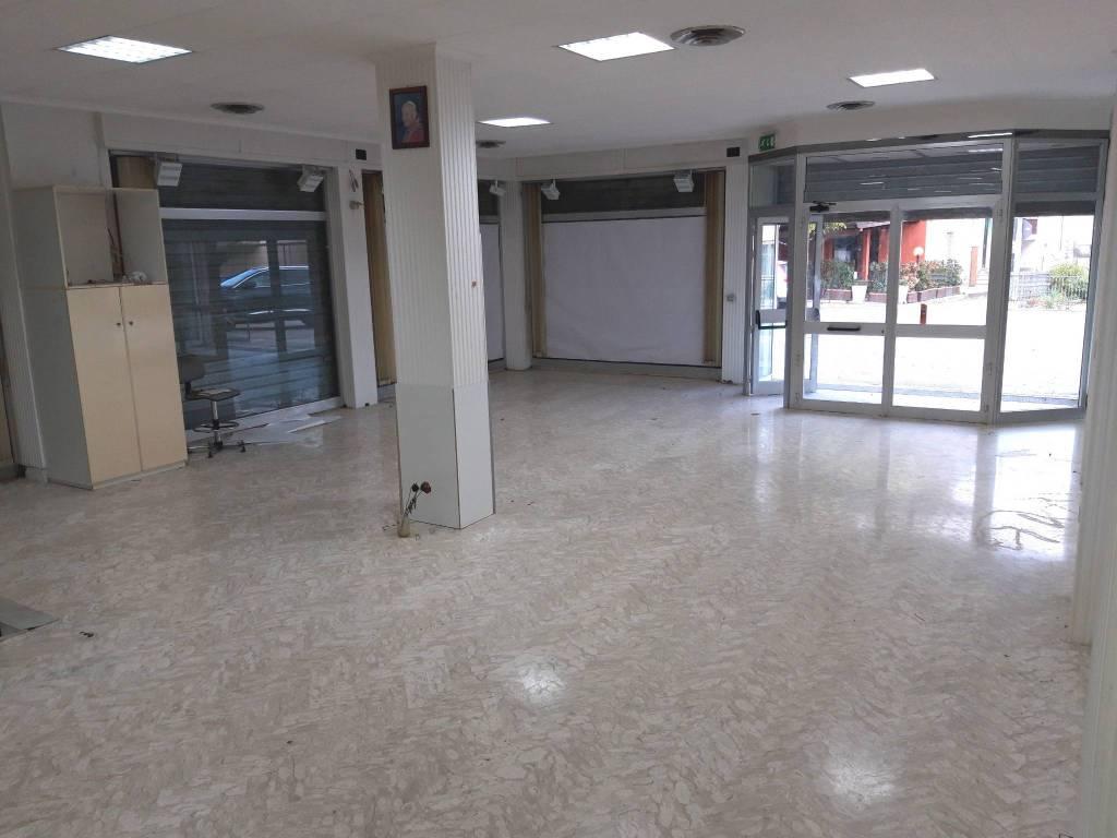 Negozio / Locale in vendita a Spoleto, 3 locali, prezzo € 140.000   PortaleAgenzieImmobiliari.it