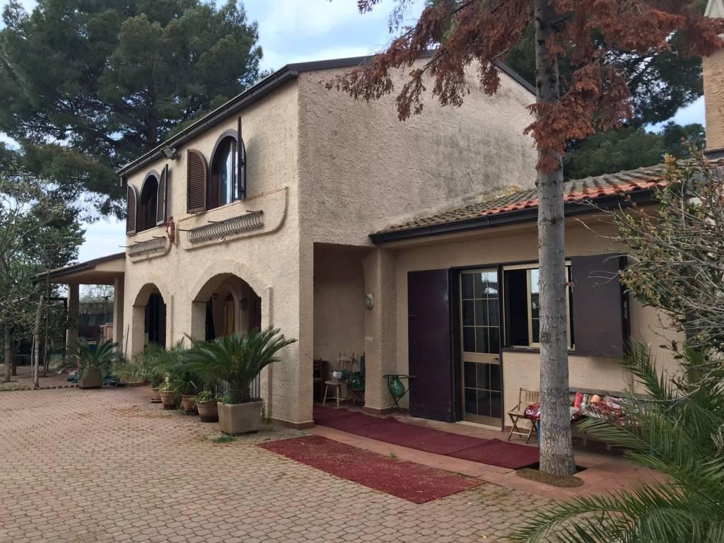 Villa in buone condizioni in vendita Rif. 6076474