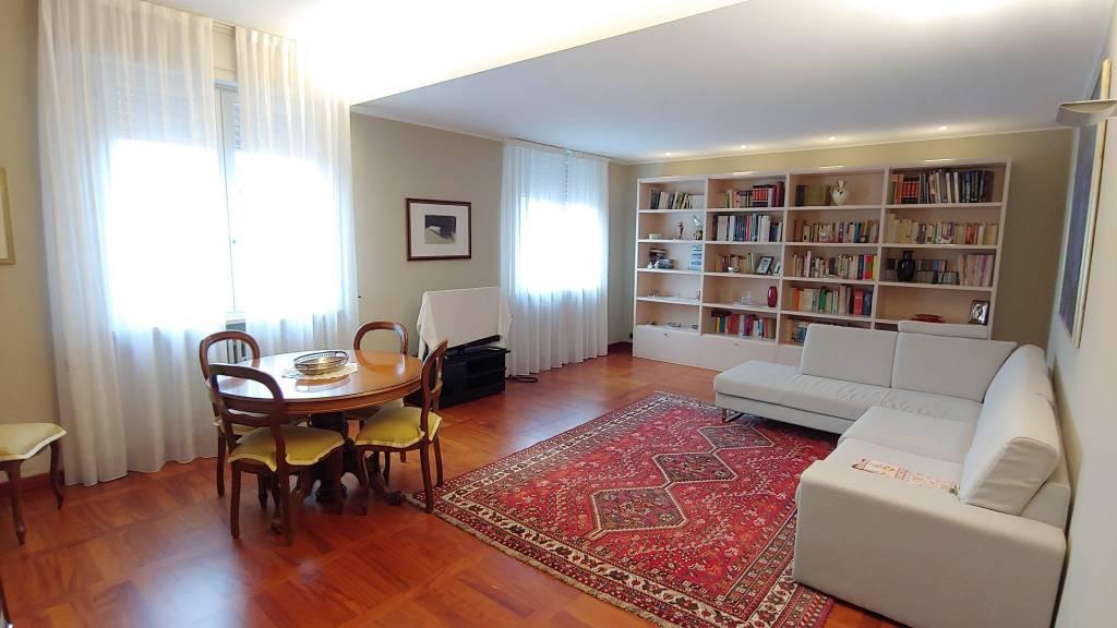 Appartamento in Vendita a Piacenza: 5 locali, 140 mq