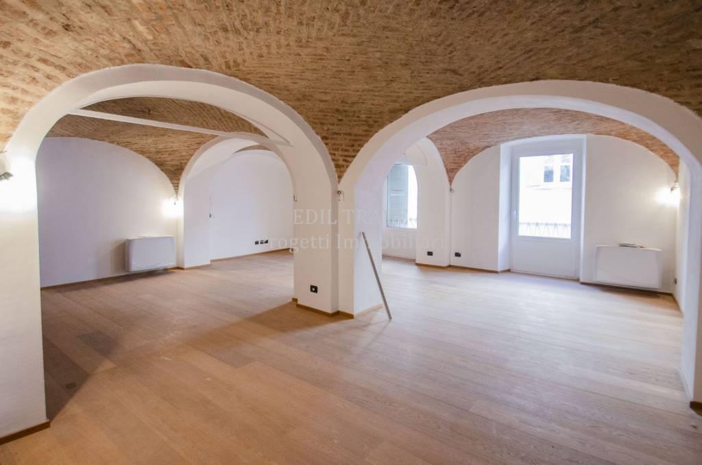 Appartamento in Vendita a Pavia Centro: 3 locali, 150 mq