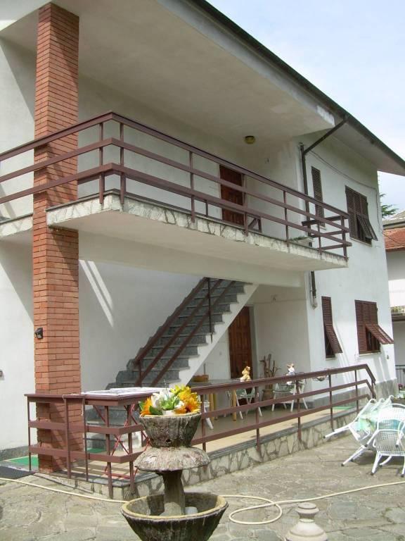 Villa in vendita a Mornese, 6 locali, Trattative riservate | CambioCasa.it