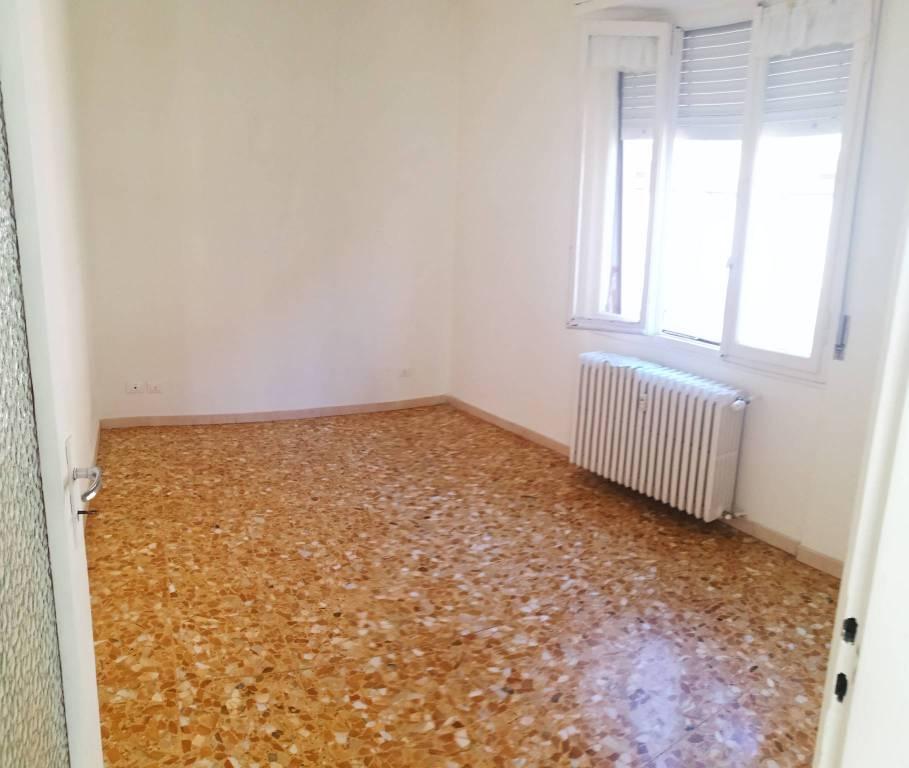 Appartamento in affitto a Asti, 3 locali, prezzo € 300   CambioCasa.it