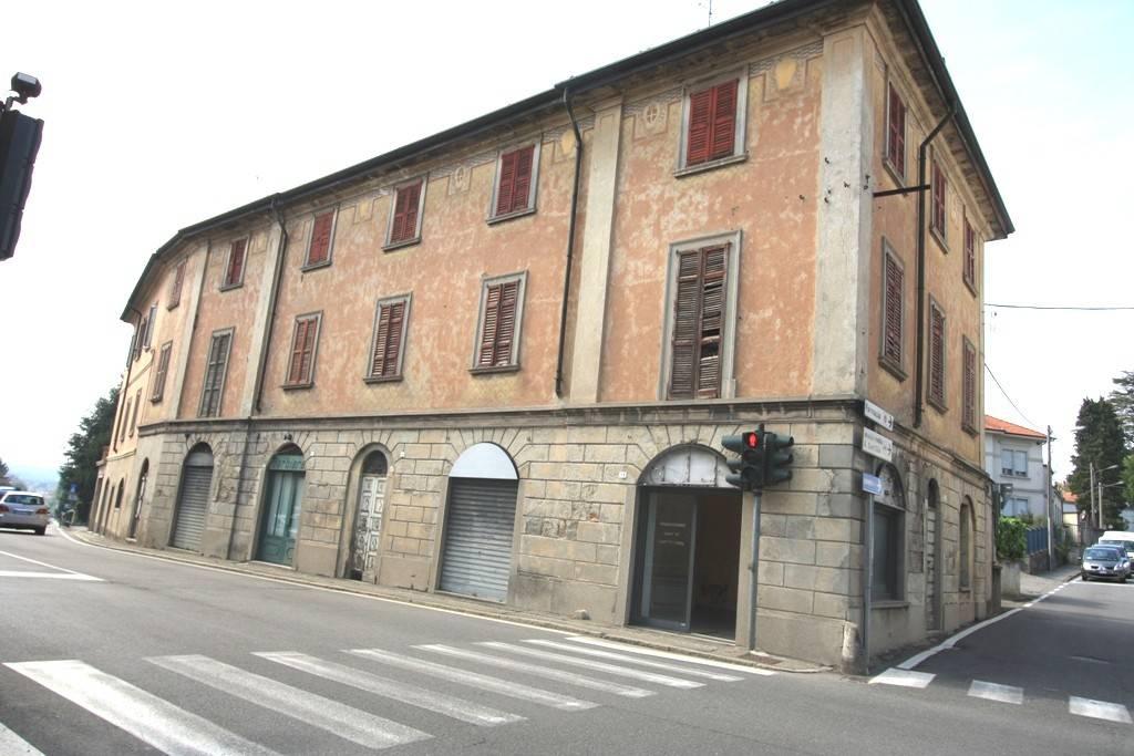 Palazzo / Stabile in vendita a Villa Guardia, 12 locali, prezzo € 240.000 | PortaleAgenzieImmobiliari.it