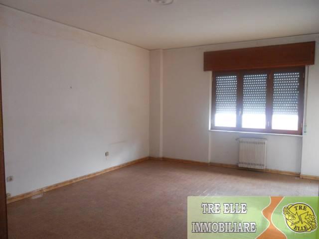 Appartamento in buone condizioni in affitto Rif. 5048121