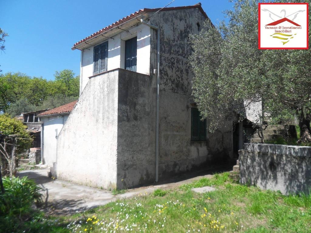 Rustico / Casale in vendita a Maratea, 4 locali, prezzo € 125.000 | CambioCasa.it