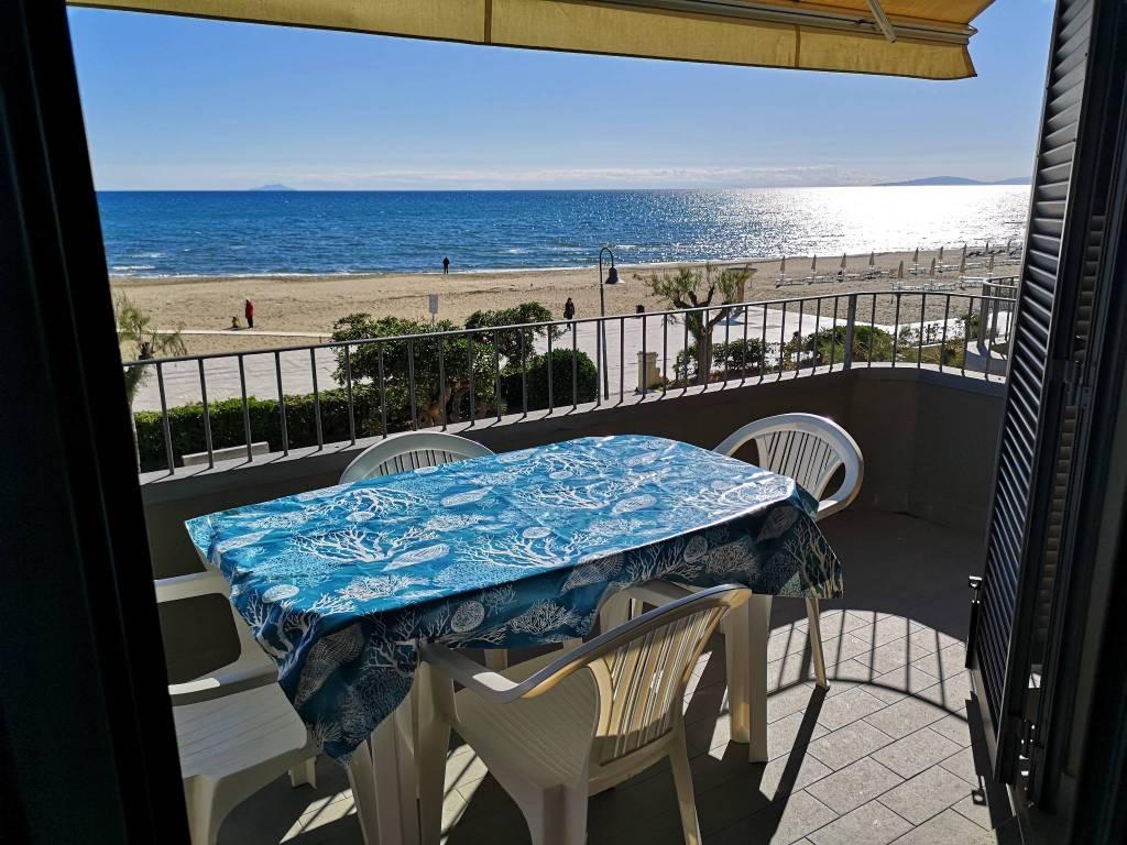 Affittasi stagione 2019 appartamenti fronte spiaggia.