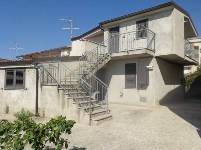Appartamento in vendita a Roccella Ionica, 5 locali, prezzo € 120.000 | CambioCasa.it