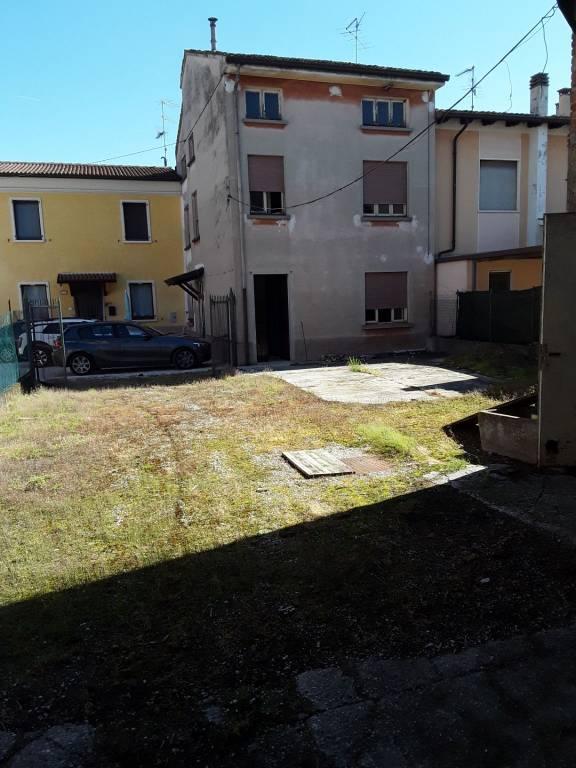 Soluzione Indipendente in vendita a Volta Mantovana, 5 locali, prezzo € 120.000 | CambioCasa.it