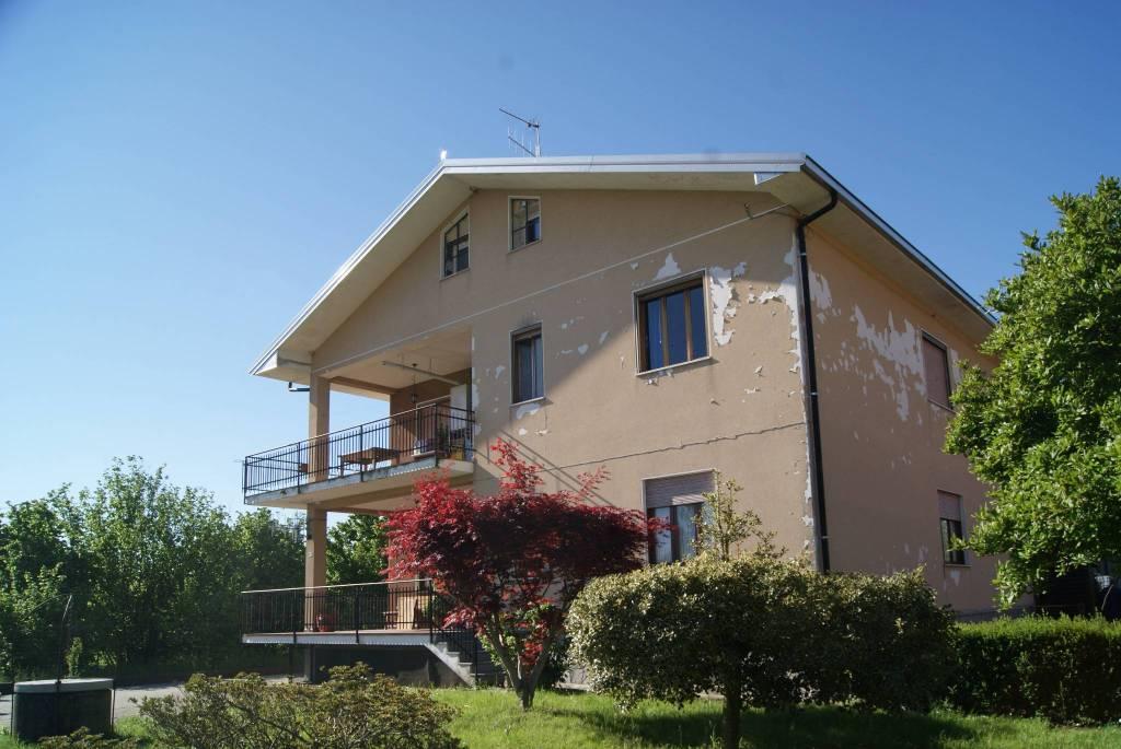 Foto 1 di Appartamento via Fiorano, Loranzè