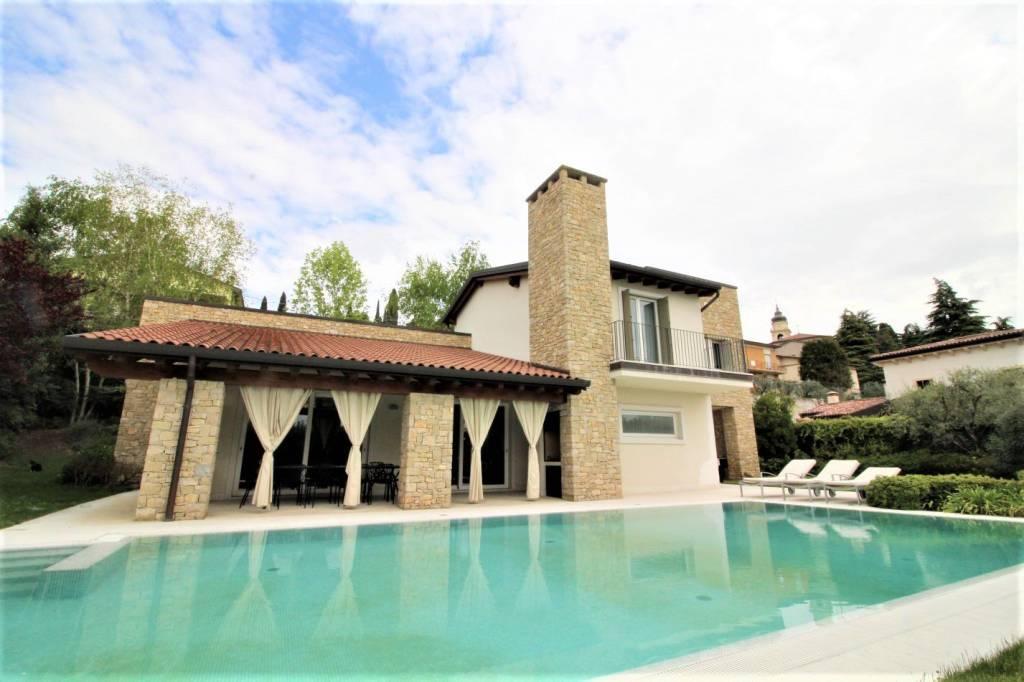 Villa in vendita a Sona, 7 locali, Trattative riservate | CambioCasa.it