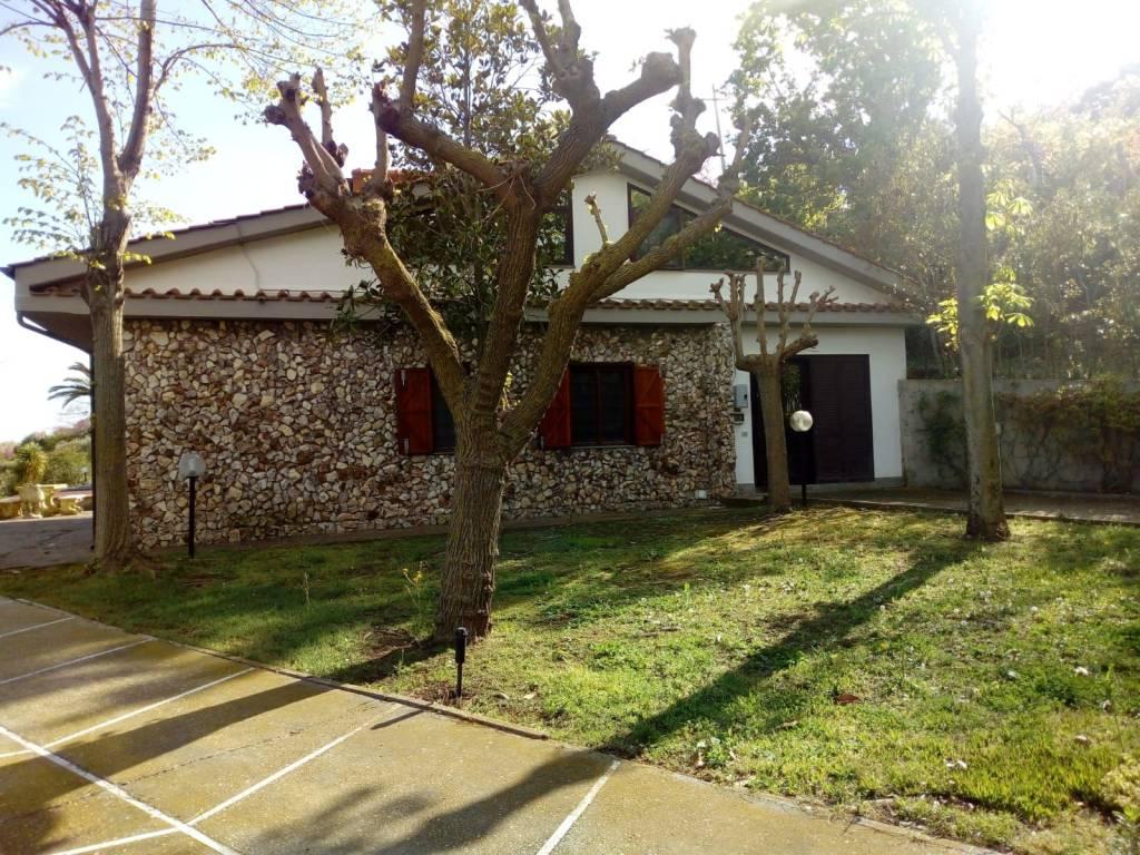 Villa in vendita a Santa Marinella, 5 locali, prezzo € 395.000   CambioCasa.it