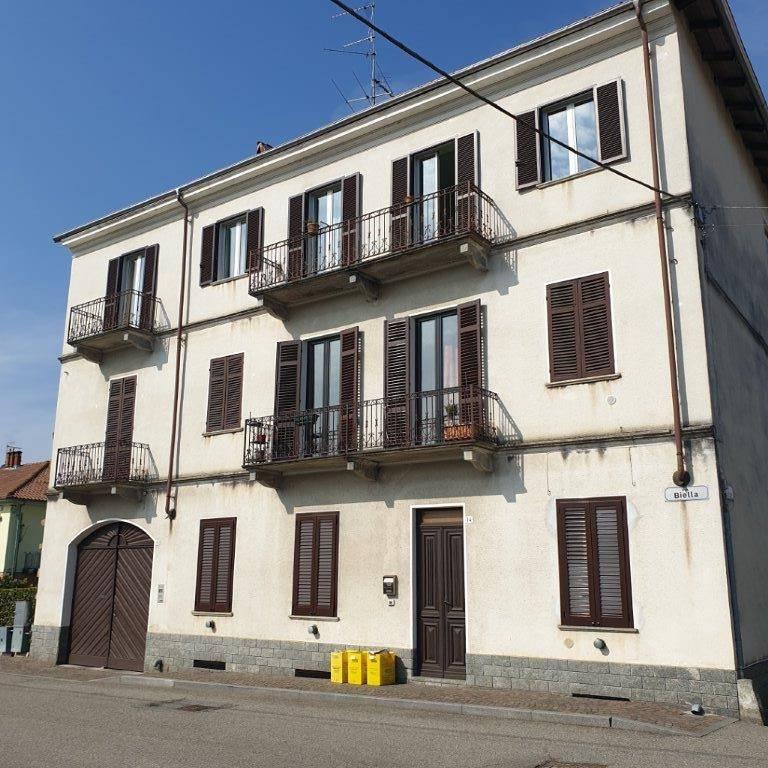 Appartamento in buone condizioni in vendita Rif. 8983514